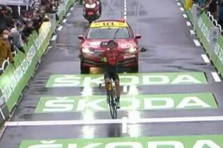 Tour de France, 8a tappa: Teuns vince a Le Grand Bornand, Pogacar si prende la maglia gialla