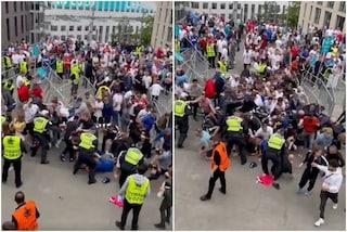 L'inferno di Wembley: in centinaia entrano senza biglietto, saltano i controlli anti-Covid