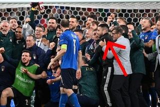 """Nella festa dell'Italia in campo a Wembley sbuca un infiltrato: """"E tu chi sei?"""""""