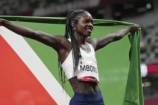 """""""Siamo sicuri che è una donna?"""": l'orrendo sospetto sull'argento nei 200 femminili alle Olimpiadi"""