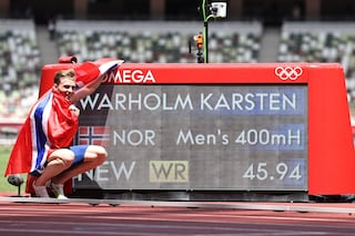 Warholm è un alieno: primo uomo sotto i 46 secondi nei 400 ostacoli, vince un oro mostruoso