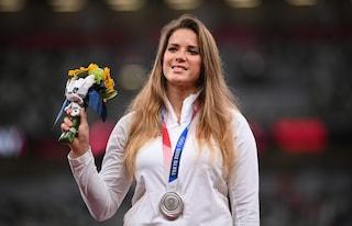 Mette all'asta la medaglia olimpica per finanziare l'intervento al cuore di un bambino