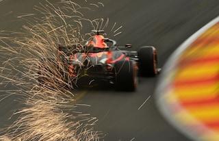 F1, prove libere 2 GP del Belgio: a Spa Verstappen è il più veloce ma va a muro. Disastro Ferrari