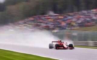 """Disastro Ferrari a Spa, Leclerc e Sainz eliminati in Q2 nelle qualifiche: """"Che ca***ta""""!"""