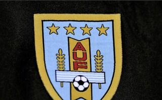 """La Fifa boccia la maglia dell'Uruguay: """"Non va bene, dovete cambiarla"""""""