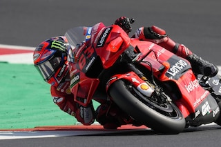 Bagnaia fa il bis e trionfa a Misano in MotoGP: battuto Quartararo, terzo un grande Bastianini