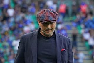 """""""Vergognatevi tutti"""", tranne uno: Bologna contestato da tifosi a Casteldebole"""