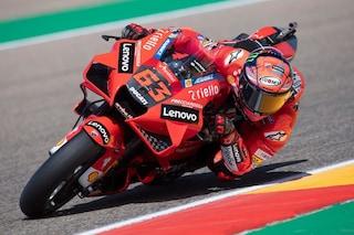 Griglia di partenza MotoGP GP Aragon 2021, Bagnaia in pole dopo le qualifiche: Rossi penultimo