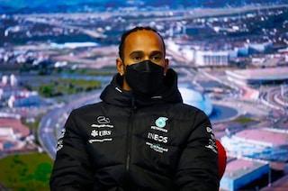 """Hamilton snobba le accuse della Red Bull: """"Non do ascolto a individui come Marko"""""""