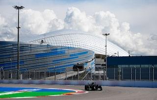 F1, Bottas e Hamilton dominano le prove libere 1 del GP Sochi: Verstappen 3° davanti a Leclerc