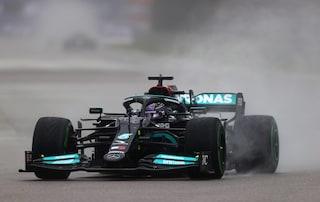 A Sochi succede di tutto, Hamilton trionfa sotto la pioggia! Verstappen è secondo, Sainz terzo