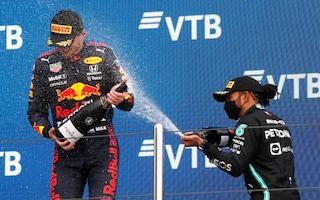 """Hamilton vince a Sochi ma il Mondiale va verso Verstappen: """"Sarà dura vincere il titolo"""""""