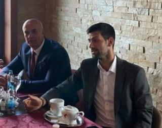 Nuovo scandalo per Djokovic: in foto con l'ex militare del genocidio di Srebrenica