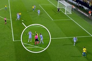Busquets esagera: gesto antisportivo all'ultimo secondo, salva il Barcellona con una furbata