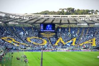 """Perché la coreografia dei tifosi della Lazio nel derby recitava """"Roma"""" (tra gli applausi romanisti)"""
