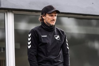 Diego Forlan viene esonerato su Zoom ma va dirigere l'allenamento dell'Atenas