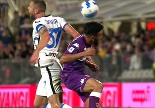 Moviola Fiorentina-Inter, contatto Gonzalez-Skriniar sul gol di Sottil: dubbi sulla scelta di Fabbri