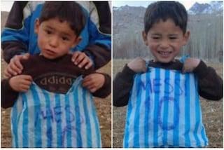 """L'appello disperato del bimbo afgano a Messi: """"Ti prego, salvami dai talebani. Ho paura"""""""