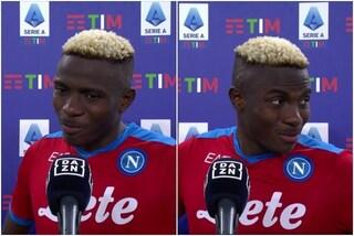 """""""Victor, dici qualcosa in italiano ai tifosi del Napoli"""": la risposta imbarazzata di Osimhen"""
