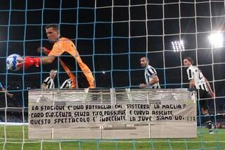 I tifosi della Juventus perdono la pazienza: durissimo striscione fuori l'Allianz Stadium