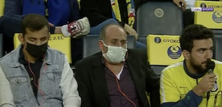 Racconta le partite allo stadio ai tifosi non vedenti: il telecronista che regala emozioni