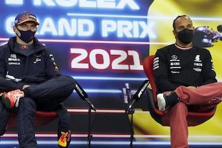 """Verstappen come Schumacher, ma Hamilton lo punge: """"Quando correva Michael tu eri sul seggiolone"""""""