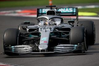 """Nuova livrea per la Mercedes nel 2022, Hamilton è d'accordo: """"Non fa differenza cambiare colore"""""""