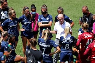 Abusi sessuali su calciatrici, esonerato Paul Riley: la Fifa apre un'indagine