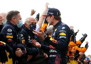 """Red Bull nel panico nella lotta iridata tra Verstappen e Hamilton: """"Abbiamo un problema"""""""