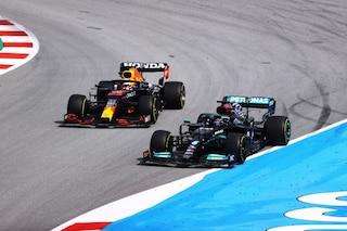 La lotta tra Hamilton e Verstappen decisa da un test: l'impensabile scenario per il Mondiale