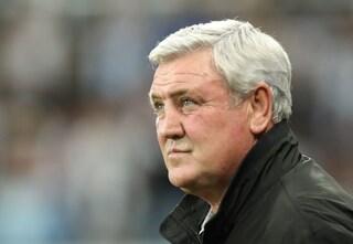 Steve Bruce esonerato (ma felice): la nuova proprietà del Newcastle lo ricopre di soldi per l'addio