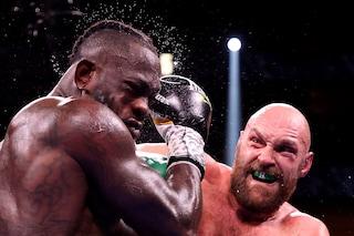 Tyson Fury manda all'ospedale Deontay Wilder e resta campione dei pesi massimi: battaglia selvaggia