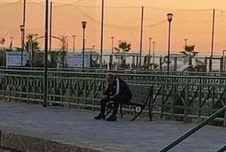 Solo su una panchina davanti al mare: la foto di Castori dopo il licenziamento commuove i tifosi