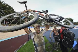 """Colbrelli eroico alla Roubaix, dietro di lui il vero Inferno del Nord: """"Ho vomitato tanto"""""""