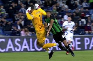 Handanovic rischia grosso su Defrel: c'è contatto, ma un gesto inganna Pairetto