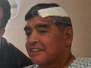 """Le 'folli' cure a Maradona raccontate da Morla: """"Aveva volto robotico, il cuore gli è esploso"""""""