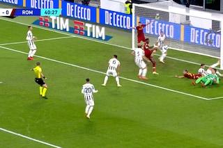 Orsato salva la Juventus: cancella il gol di Abraham per dare il rigore alla Roma