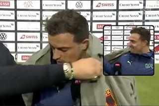 """La giacca che imbarazza Shaqiri """"arruolato"""" in diretta Tv"""