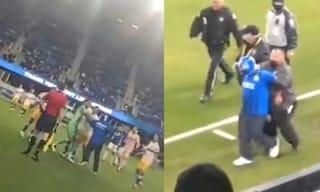 Un tifoso mascherato entra in campo e colpisce un giocatore avversario: caos negli Stati Uniti