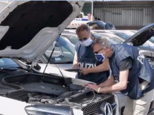 Il sequestro delle auto – foto Polizia di Stato