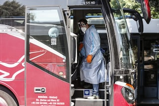 """Bus e minivan da Romania e Moldavia aggirano controlli: """"Se necessario faremo test alla frontiera"""""""