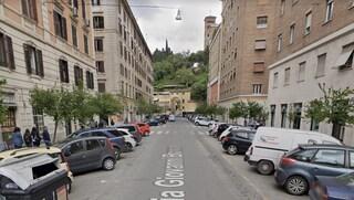 Violentata a 19 anni in pieno giorno all'uscita del supermercato a Testaccio: arrestato 50enne