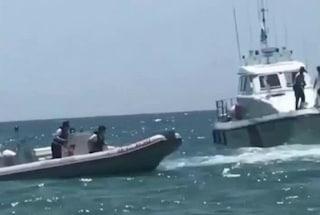 Imbarcazione in fiamme affonda al largo di Civitavecchia: salvate tre persone