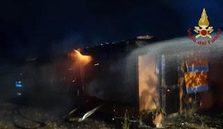 Incendio in un ristorante di Ostia: le fiamme distruggono il locale