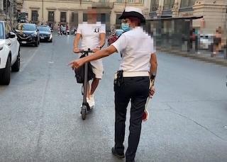 Roma, 150 multe a ragazzi sul monopattino: sanzioni da 50 euro a 400 euro
