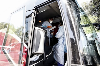 """Test anche a terminal bus di Anagnina: """"Chi è arrivato in Italia con mezzi propri vada al drive in"""""""