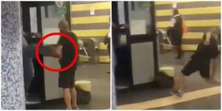 """Dipendente Atac prende a calci un passeggero in metro: """"Ha rotto un tornello"""""""