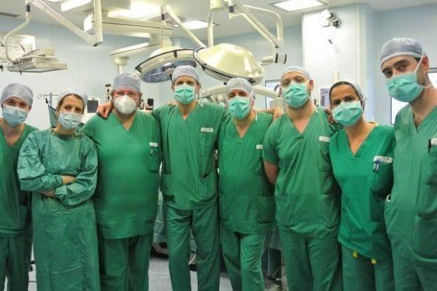 L'equipe dei medici del Gemelli che ha eseguito con successo l'operazione