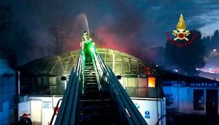 Vasto incendio a Tor di Valle: 13 persone intrappolate tra le fiamme
