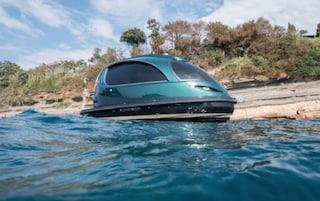 A Santa Marinella sfreccia in mare lo yacht di lusso più piccolo del mondo: costa 200.000 euro